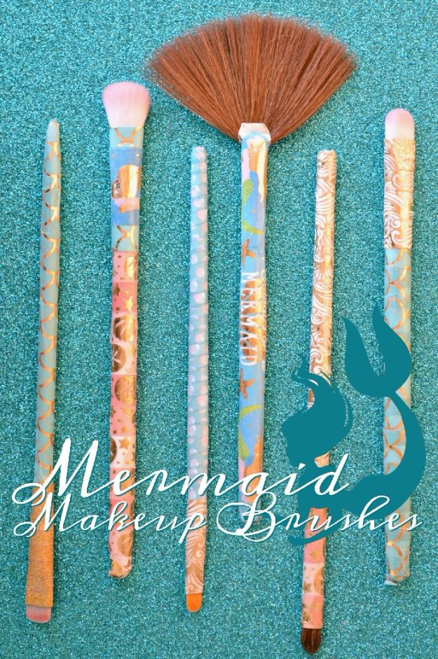 DIY Mermaid Crafts - Mermaid Make-Up Brushes - How To Make Room Decorations, Art Projects, Jewelry, and Makeup For Kids, Teens and Teenagers - Mermaid Costume Tutorials - Fun Clothes, Pillow Projects, Mermaid Tail Tutorial http://diyprojectsforteens.com/diy-mermaid-crafts