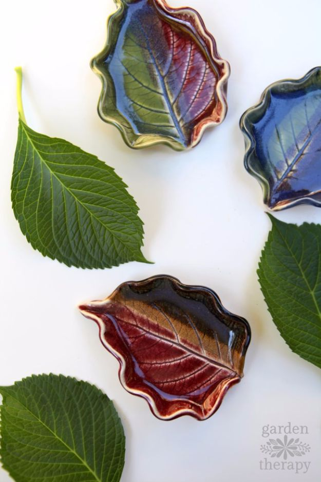 Crafts for Teens to Make and Sell - Clay Leaf Bowls - Cheap and Easy DIY Ideas To Make For Extra Money - Best Things to Sell On Etsy, Dollar Store Craft Ideas, Quick Projects for Teenagers To Make Spending Cash - DIY Gifts, Wall Art, School Supplies, Room Decor, Jewelry, Fashion, Hair Accessories, Bracelets, Magnets #teencrafts #craftstosell #etsyideass