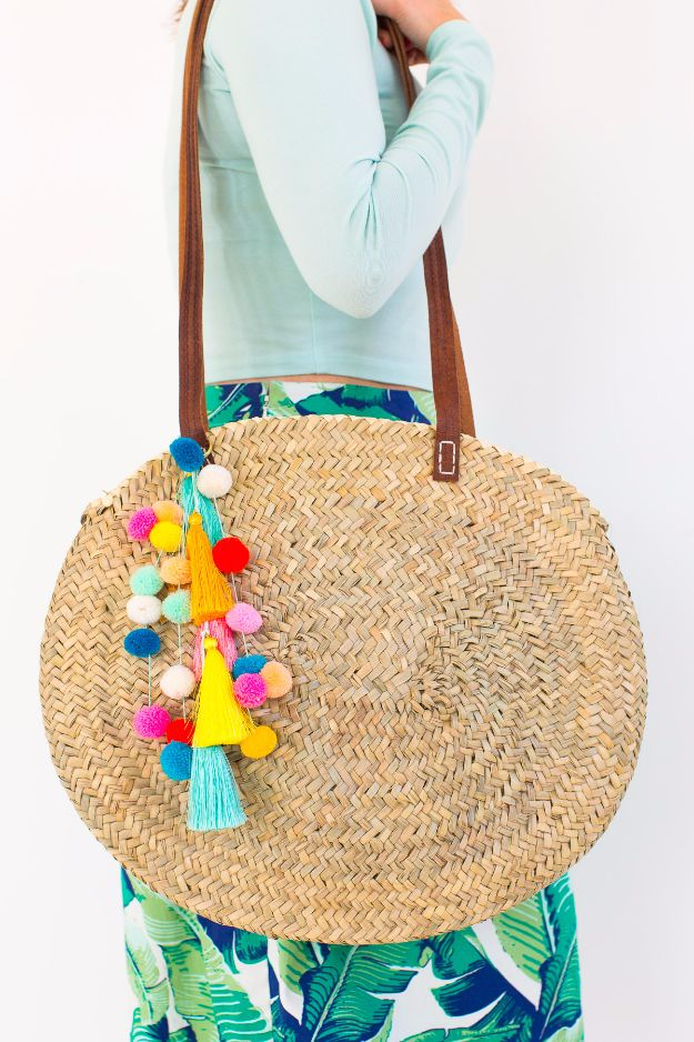 Crafts for Teens to Make and Sell - DIY Pom Pom Tassel Circle Pool Bag - Cheap and Easy DIY Ideas To Make For Extra Money - Best Things to Sell On Etsy, Dollar Store Craft Ideas, Quick Projects for Teenagers To Make Spending Cash - DIY Gifts, Wall Art, School Supplies, Room Decor, Jewelry, Fashion, Hair Accessories, Bracelets, Magnets http://diyprojectsforteens.com/crafts-to-sell-teens