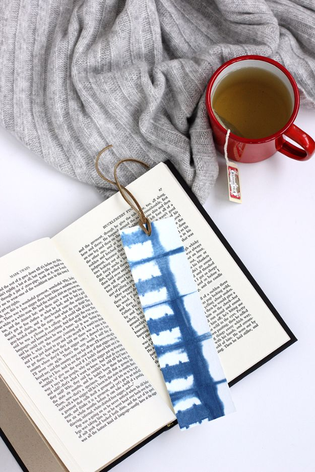 Cheap DIY Gifts and Inexpensive Homemade Christmas Gift Ideas for People on A Budget - DIY Shibori Indigo Bookmark - To Make These Cool Presents Instead of Buying for the Holidays - Easy and Low Cost Gifts fTo Make For Friends and Neighbors - Quick Dollar Store Crafts and Projects for Xmas Gift Giving Parties - Step by Step Tutorials and Instructions #diygifts #teencrafts #diyideas #crafts #christmasgifts #cheapgifts