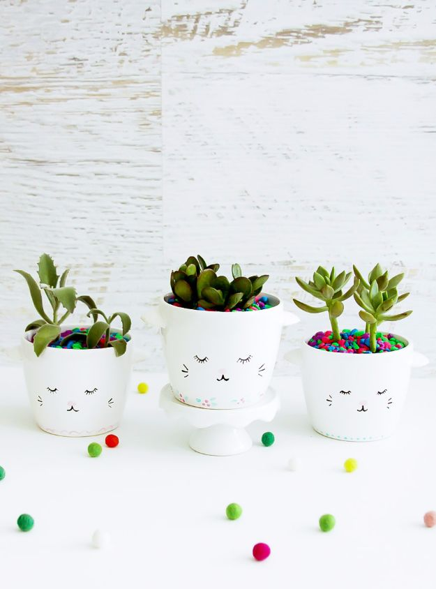 Crafts for Teens to Make and Sell - Easy DIY Planters - Cheap and Easy DIY Ideas To Make For Extra Money - Best Things to Sell On Etsy, Dollar Store Craft Ideas, Quick Projects for Teenagers To Make Spending Cash - DIY Gifts, Wall Art, School Supplies, Room Decor, Jewelry, Fashion, Hair Accessories, Bracelets, Magnets http://diyprojectsforteens.com/crafts-to-sell-teens