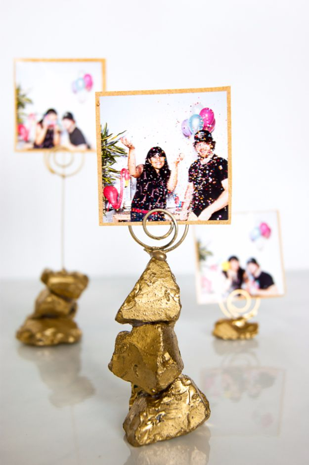 Cheap DIY Gifts and Inexpensive Homemade Christmas Gift Ideas for People on A Budget - Golden Nugget Photo Holder - To Make These Cool Presents Instead of Buying for the Holidays - Easy and Low Cost Gifts fTo Make For Friends and Neighbors - Quick Dollar Store Crafts and Projects for Xmas Gift Giving Parties - Step by Step Tutorials and Instructions #diygifts #teencrafts #diyideas #crafts #christmasgifts #cheapgifts