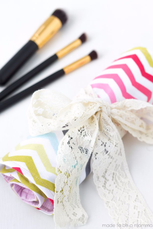 Cheap DIY Gifts and Inexpensive Homemade Christmas Gift Ideas for People on A Budget - Makeup Brush Roll - To Make These Cool Presents Instead of Buying for the Holidays - Easy and Low Cost Gifts fTo Make For Friends and Neighbors - Quick Dollar Store Crafts and Projects for Xmas Gift Giving Parties - Step by Step Tutorials and Instructions #diygifts #teencrafts #diyideas #crafts #christmasgifts #cheapgifts