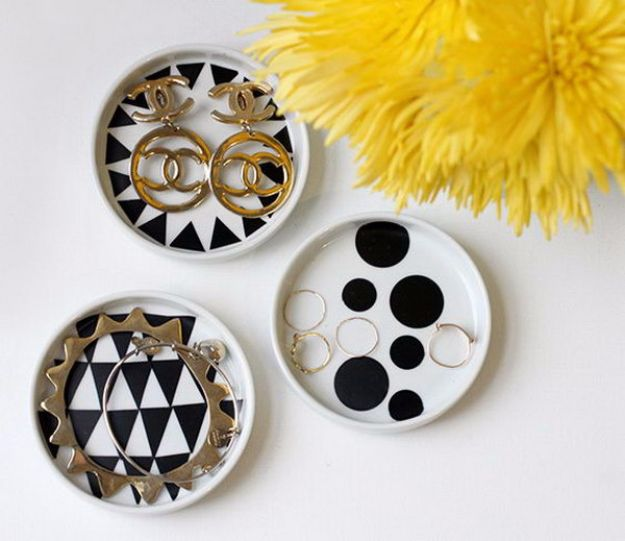 Mod Podge Crafts - Mod Podge Jewelry Dish - DIY Modge Podge Ideas On Wood, Glass, Canvases, Fabric, Paper and Mason Jars - How To Make Pictures, Home Decor, Easy Craft Ideas and DIY Wall Art for Beginners - Cute, Cheap Crafty Homemade Gifts for Christmas and Birthday Presents http://diyjoy.com/mod-podge-crafts