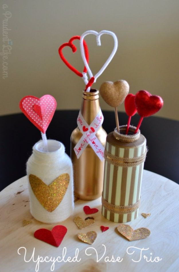 Cheap DIY Valentine's Day Gift Ideas - Valentine Centerpiece - Make These Easy and Inexpensive Crafts and Valentine Projects - Cute Dollar Store Ideas, Tutorials for Making Jars, Gift Boxes, Pink Red and Heart Shaped Decor - Creative Ways To Say I Love You to Your BFF, Boyfriend, Girlfriend, Husband, Wife and Kids http://diyprojectsforteens.com/cheap-diy-valentines-gifts