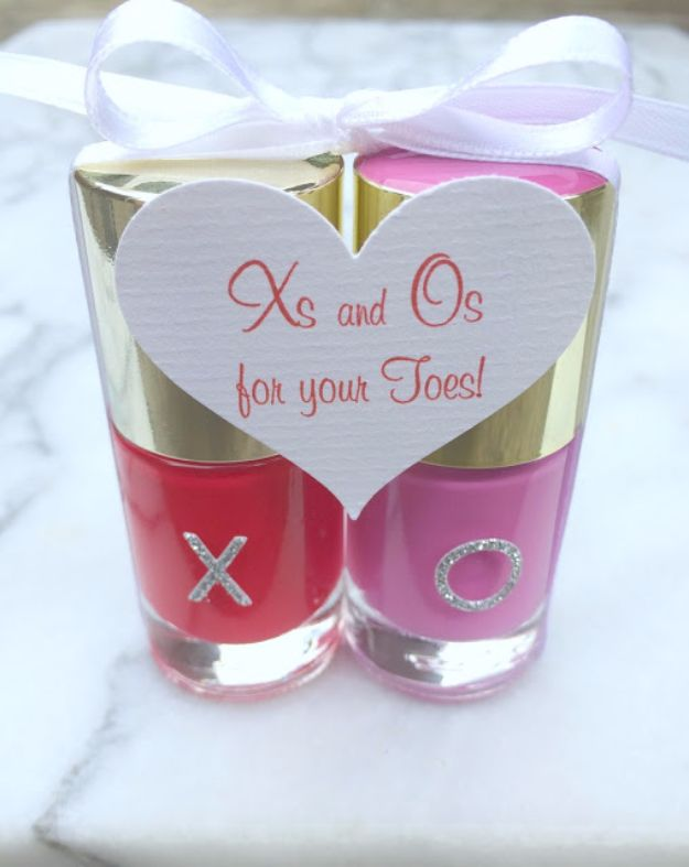 Cheap DIY Valentine's Day Gift Ideas - Xs And Os For Your Toes - Make These Easy and Inexpensive Crafts and Valentine Projects - Cute Dollar Store Ideas, Tutorials for Making Jars, Gift Boxes, Pink Red and Heart Shaped Decor - Creative Ways To Say I Love You to Your BFF, Boyfriend, Girlfriend, Husband, Wife and Kids http://diyprojectsforteens.com/cheap-diy-valentines-gifts