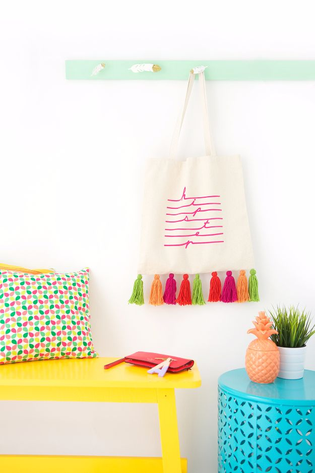 DIY Teen Fashion for Spring - Easy Yarn Tassel Tote Bag - Easy Homemade Clothing Tutorials and Things To Make To Wear - Cute Patterns and Projects for Teens to Make, T-Shirts, Skirts, Dresses, Shorts and Ideas for Jeans - Tops, Tanks and Tees With Free Tutorial Ideas and Instructions http://diyprojectsforteens.com/teen-fashion-spring