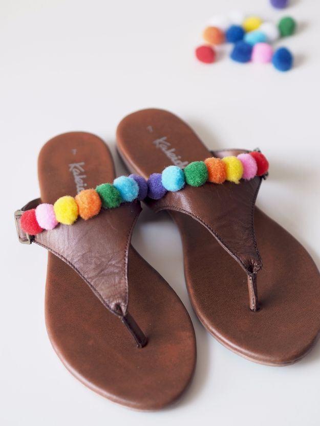 DIY Teen Fashion for Spring - Pom Pom Sandals DIY - Easy Homemade Clothing Tutorials and Things To Make To Wear - Cute Patterns and Projects for Teens to Make, T-Shirts, Skirts, Dresses, Shorts and Ideas for Jeans - Tops, Tanks and Tees With Free Tutorial Ideas and Instructions http://diyprojectsforteens.com/teen-fashion-spring