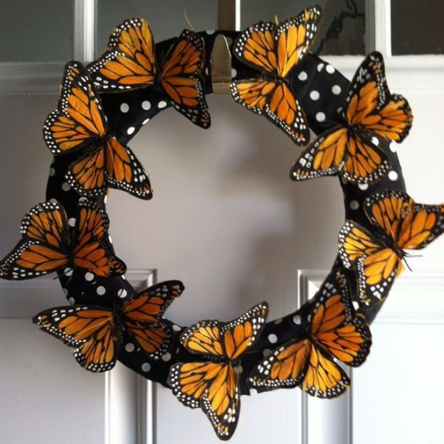 DIY Ideas With Butterflies - Butterfly Wreath - Cute and Easy DIY Projects for Butterfly Lovers - Wall and Home Decor Projects, Things To Make and Sell on Etsy - Quick Gifts to Make for Friends and Family - Homemade No Sew Projects- Fun Jewelry, Cool Clothes and Accessories http://diyprojectsforteens.com/diy-ideas-butterflies