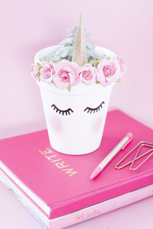 DIY Ideas With Unicorns - DIY Unicorn Planter - Cute and Easy DIY Projects for Unicorn Lovers - Wall and Home Decor Projects, Things To Make and Sell on Etsy - Quick Gifts to Make for Friends and Family - Homemade No Sew Projects and Pillows - Fun Jewelry, Desk Decor Cool Clothes and Accessories http://diyprojectsforteens.com/diy-ideas-unicorns