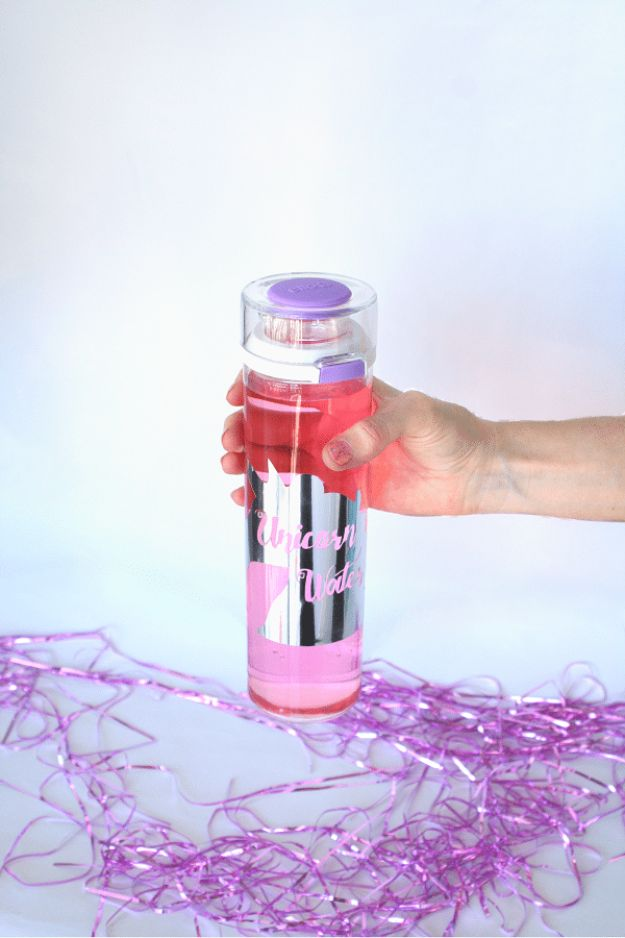 DIY Ideas With Unicorns - DIY Unicorn Water Bottle - Cute and Easy DIY Projects for Unicorn Lovers - Wall and Home Decor Projects, Things To Make and Sell on Etsy - Quick Gifts to Make for Friends and Family - Homemade No Sew Projects and Pillows - Fun Jewelry, Desk Decor Cool Clothes and Accessories http://diyprojectsforteens.com/diy-ideas-unicorns