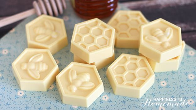 Cool Soaps To Make At Home - DIY Milk & Honey Soap - DIY Soap Recipes and Ideas - Best Soap Tutorials for Soap Making Without Lye - Easy Cold Process Melt and Pour Tips for Beginners - Crockpot, Essential Oils, Homemade Natural Soaps and Products - Creative Crafts and DIY for Teens, Kids and Adults http://diyprojectsforteens.com/cool-soaps-to-make