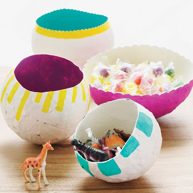 Creative Paper Mache Crafts - Craft DIY Papier Mache Balloon Bowl - Easy DIY Ideas for Making Paper Mache Projects - Cool Newspaper and Paper Bag Craft Tips - Recipe for for How To Make Homemade Paper Mashe paste - Halloween Masks and Costume Tutorials - Sculpture, Animals and Ideas for Kids #diyideas #papermache #teencrafts #crafts