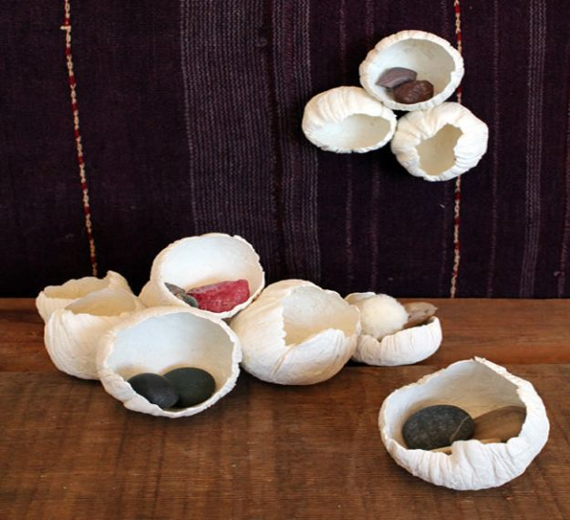 Creative Paper Mache Crafts - DIY Paper Barnacles - Easy DIY Ideas for Making Paper Mache Projects - Cool Newspaper and Paper Bag Craft Tips - Recipe for for How To Make Homemade Paper Mashe paste - Halloween Masks and Costume Tutorials - Sculpture, Animals and Ideas for Kids http://diyprojectsforteens.com/paper-mache-crafts