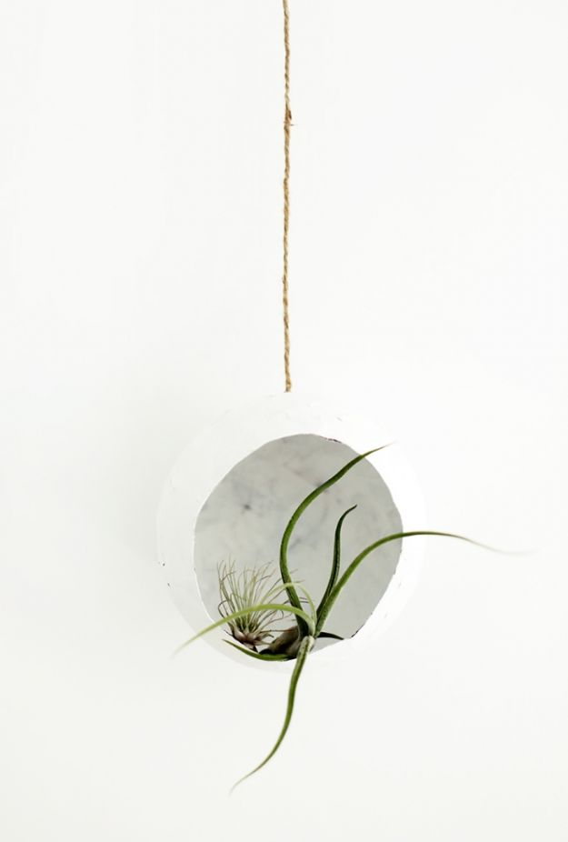 Creative Paper Mache Crafts - DIY Paper Mache Airplant Pod - Easy DIY Ideas for Making Paper Mache Projects - Cool Newspaper and Paper Bag Craft Tips - Recipe for for How To Make Homemade Paper Mashe paste - Halloween Masks and Costume Tutorials - Sculpture, Animals and Ideas for Kids http://diyprojectsforteens.com/paper-mache-crafts