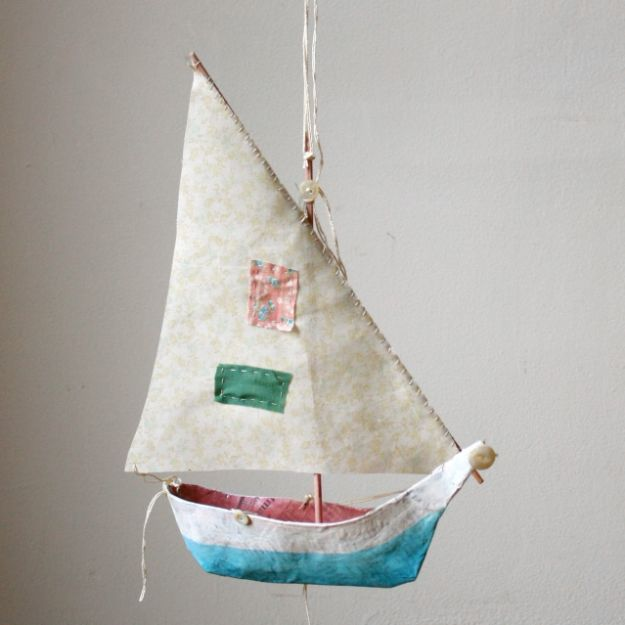 Creative Paper Mache Crafts - Paper Mache Boat - Easy DIY Ideas for Making Paper Mache Projects - Cool Newspaper and Paper Bag Craft Tips - Recipe for for How To Make Homemade Paper Mashe paste - Halloween Masks and Costume Tutorials - Sculpture, Animals and Ideas for Kids #diyideas #papermache #teencrafts #crafts