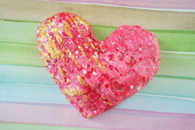 Creative Paper Mache Crafts - Paper Mache Heart - Easy DIY Ideas for Making Paper Mache Projects - Cool Newspaper and Paper Bag Craft Tips - Recipe for for How To Make Homemade Paper Mashe paste - Halloween Masks and Costume Tutorials - Sculpture, Animals and Ideas for Kids #diyideas #papermache #teencrafts #crafts