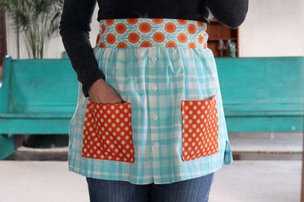 DIY Ideas With Old T-shirts - Make Aprons From Shirts - Tshirt Makeovers and Transformation Ideas for Tee Shirts - DIY Clothes to Make On A Budgert - Creative and Easy Fashion Ideas for Teen Girls, Teenagers, Adults - Cut and Refashion Your Shirts With These Step by Step Tutorials http://diyprojectsforteens.com/diy-ideas-old-t-shirts
