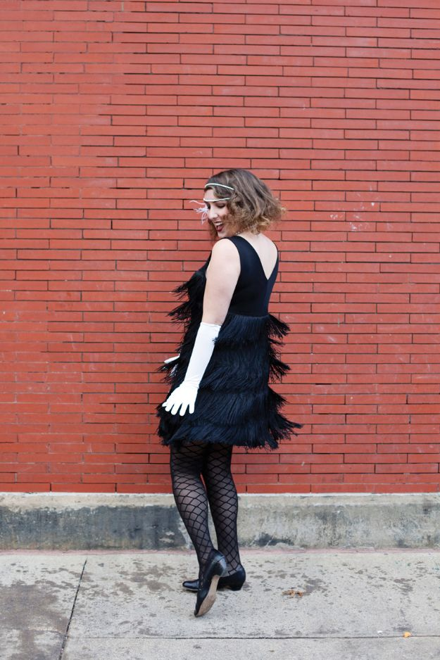 Teen Costume Ideas - DIY Flapper Costume - Easy Costumes for Halloween - Cheap DIY Costumes for Teens - Scary, Spooky, Ideas for Couples, Groups and Friends - Quick Last Minute Hallloween Costumes, Best Celebrity Ideas - Dolls, Zombies, Ghosts, Makeup Tutorials Teenagers Dress Up Idea- http://diyprojectsforteens.com/diy-teen-costume-deas