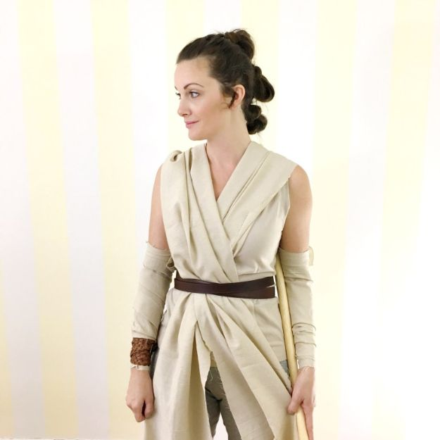 Teen Costume Ideas - DIY Rey Halloween Costume - Easy Costumes for Halloween - Cheap DIY Costumes for Teens - Scary, Spooky, Ideas for Couples, Groups and Friends - Quick Last Minute Hallloween Costumes, Best Celebrity Ideas - Dolls, Zombies, Ghosts, Makeup Tutorials Teenagers Dress Up Idea-