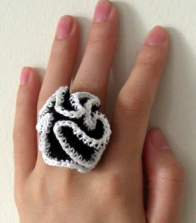 DIY Rings - Crazy Ruffle Ring - Easy Ring Tutorial for Wore, Paperclip, Stone Jewelry, Wood, Metal, Boho Ideas - Cheap Jewelry Making Ideas #diyjewelry #rings