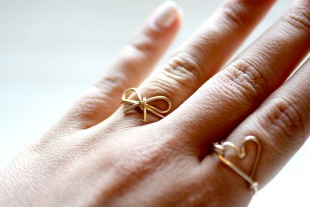 DIY Rings - DIY Glitter Ring - Easy Ring Tutorial for Wore, Paperclip, Stone Jewelry, Wood, Metal, Boho Ideas - Cheap Jewelry Making Ideas #diyjewelry #rings