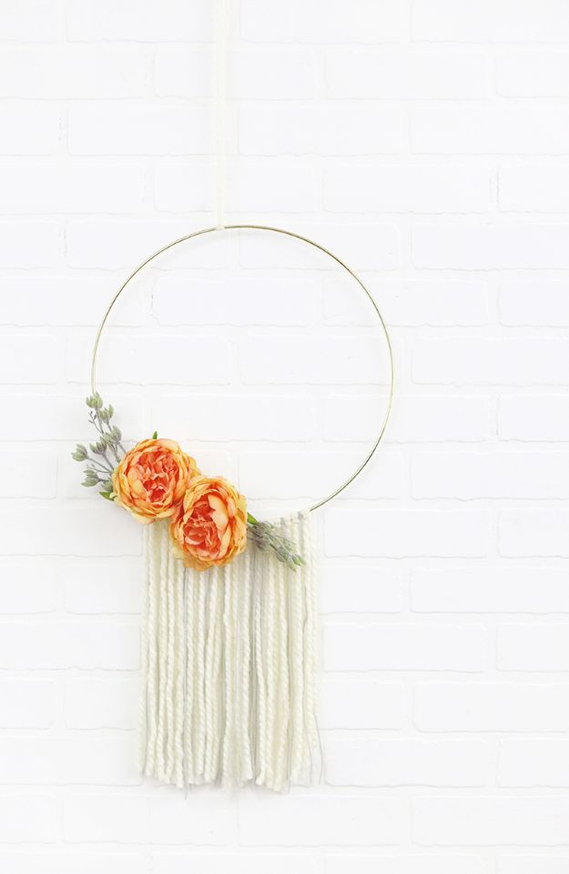 Cheap Wall Decor Ideas - Modern Hoop Wreath - Cute and Easy Room Decor for Teens - Ideas for Teenager Bedroom Walls - Boys and Girls Room Canvas Wall Art and Decorating #teen #roomdecor #diydecor https://diyprojectsforteens.com/cheap-diy-wall-decor-ideas