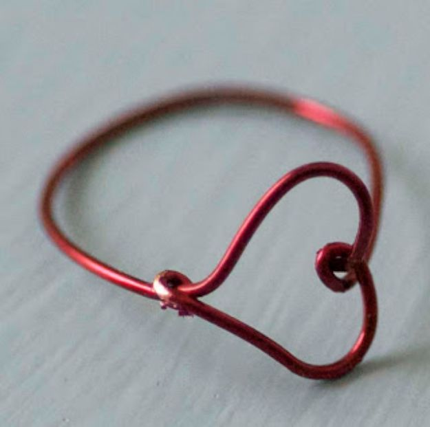 DIY Rings -Wire Heart Finger Ring - Easy Ring Tutorial for Wore, Paperclip, Stone Jewelry, Wood, Metal, Boho Ideas - Cheap Jewelry Making Ideas #diyjewelry #rings