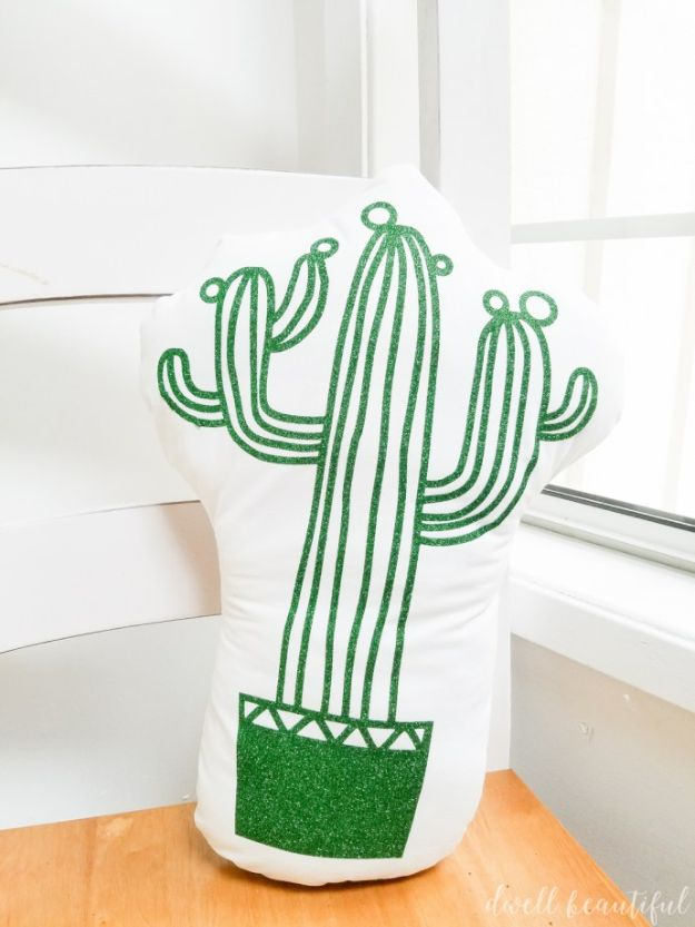DIY Cactus Crafts | Adorable DIY Cactus Pillow l Craft Ideas and Home Decor | Painting Tutorials, Gifts, Rocks, Cardboard, Wood Cactus Decorations