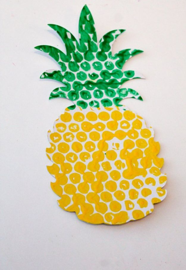 Pineapple Crafts - Bubble Wrap Printed Pineapple - Cute Craft Projects That Make Cool DIY Gifts - Wall Decor, Bedroom Art, Jewelry Idea