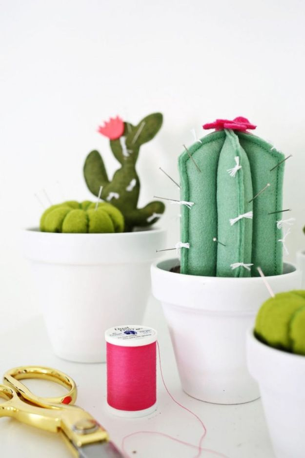 DIY Cactus Crafts | Cactus Pincushion DIY l Craft Ideas and Home Decor | Painting Tutorials, Gifts, Rocks, Cardboard, Wood Cactus Decorations