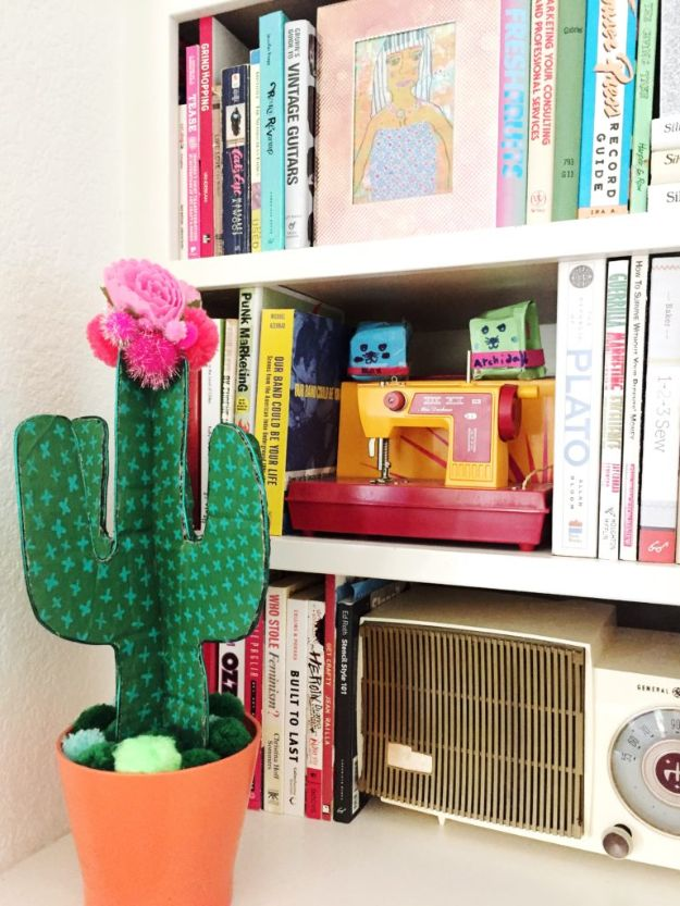 DIY Cactus Crafts | Craft a DIY Cactus From Cardboard l Craft Ideas and Home Decor | Painting Tutorials, Gifts, Rocks, Cardboard, Wood Cactus Decorations