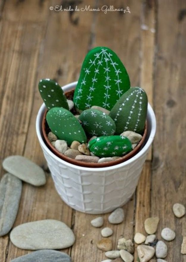 DIY Cactus Crafts | DIY Stone Cactus Yard Art l Craft Ideas and Home Decor | Painting Tutorials, Gifts, Rocks, Cardboard, Wood Cactus Decorations