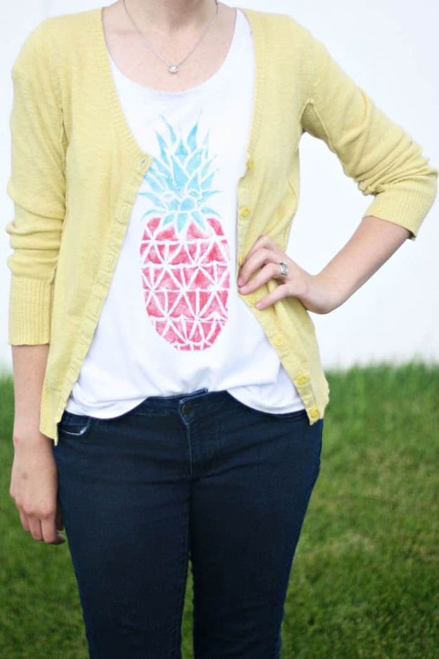 Pineapple Crafts - Easy DIY T-Shirt Stamp - Cute Craft Projects That Make Cool DIY Gifts - Wall Decor, Bedroom Art, Jewelry Idea