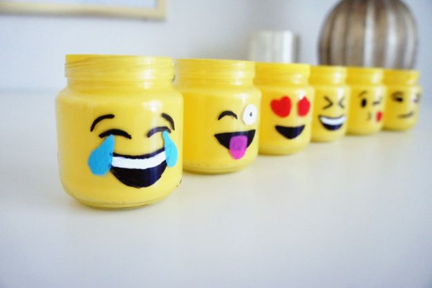 Easy Crafts for Teen Girls | Emoji Mason Jars l Fun Craft and DIY Ideas for Teenagers and Tween Girl | Room Decor and Gifts